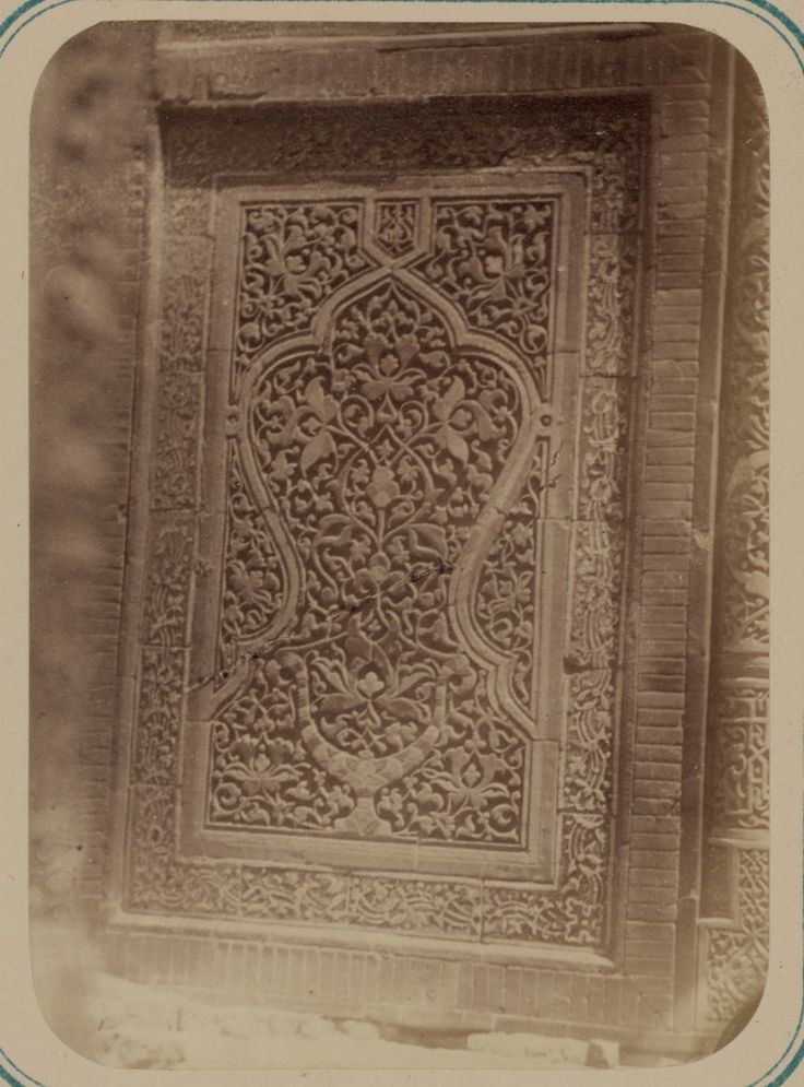 Antigüedades de Samarcanda. Sepulcro de san Kusam-ibn-Abbas (Shah-i Zindah) y mausoleos adyacentes. Mausoleo del emir Kutuluk Turdi Bek Aka. Detalle del panel de la hornacina en arco externo (inferior) — Visor — Biblioteca Digital Mundial