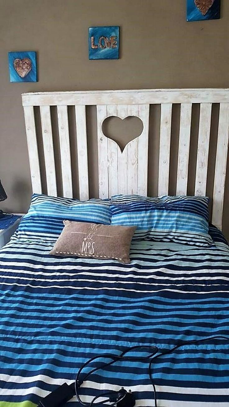 266 best images about pallet beds on pinterest shipping for Wood pallet twin bed frame