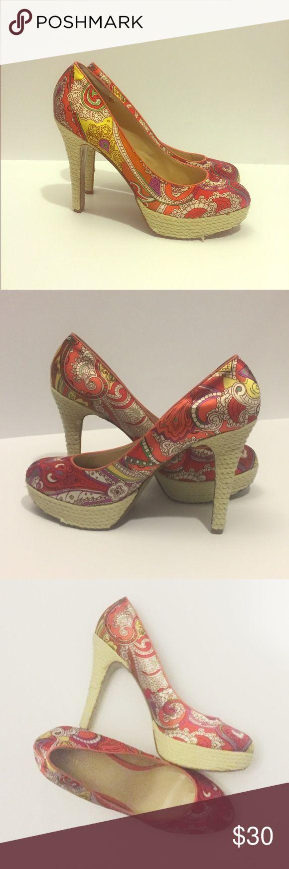 SALE 🎀🎀🎀 Nine West Paisley Pumps Nine West, size 9 1/2, MINIMAL wear on shoes Nine West Shoes Heels
