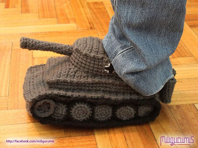tank-slippers. Win.: Tank Slippers, Craft, Pattern, Stuff, Knit Slippers, Crocheted Slippers Panzer Tank, Panzer Slippers, Knits, Tanks