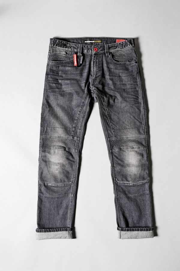 """SPIDIDENIM Racer 808, the """"red leather label"""". Its internal structure is so sophisticate that it is even suggested to fast riders. In addition to leather and Keramide protections for knees, we lined the back with technical material, while critical areas such as knees, back pockets and hips have been reinforced through multiple double stitches. Comfort under the rain is guaranteed by Schoeller® NanoSphere® water-resistant treatment. #WaterproofDenim #BicycleDenim #KneeProtectors"""