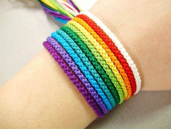 Diese Regenbogen-Freundschaft-Armband-Set beinhalt…
