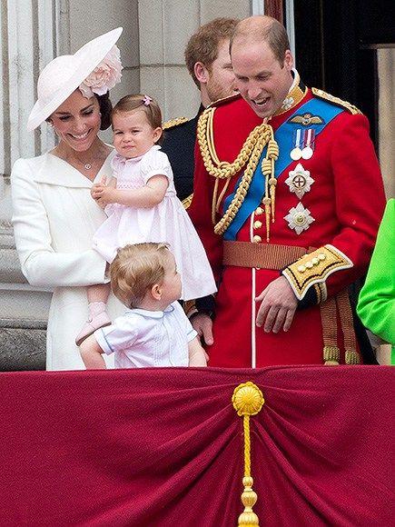 Zleva princezna Kate, princezna Charlotte, Prince George a Prince William Foto (c) JUSTIN Tallis, AFP, Getty