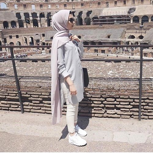 sporty hijab in neutral tones- Trendy hijab outfits http://www.justtrendygirls.com/trendy-hijab-outfits/