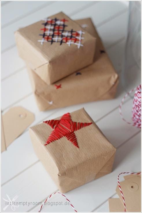 Beautiful and unexpected: DIY embroidered accents on kraft gift wrapping paper. Perfect for the holidays with a crafty or nordic vibe.