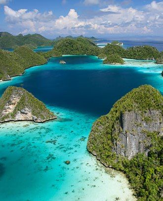 Stay in the Raja Ampat Islands - Papua, Indonesia. Paradise!
