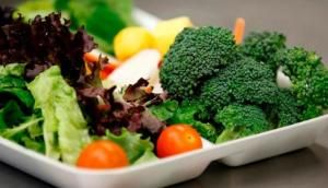 You want a diet but with a healthy diet so that weight can be decreased by the ideal but the food you eat does not interfere with your health. Well this time I will discuss about what healthy foods to the diet. Diet with healthy foods or natural foods that are safer for health rather than taking an instant to diet and lose weight