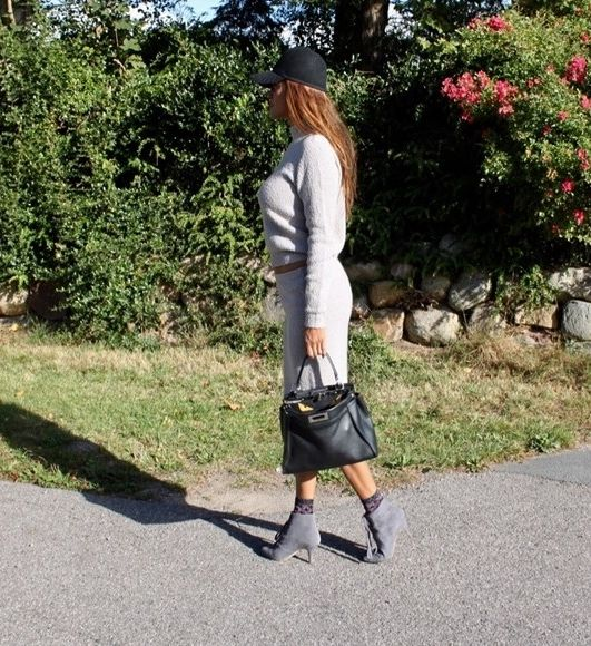 @saselines looks breathtaking in our Zigzag Suede Grey boots