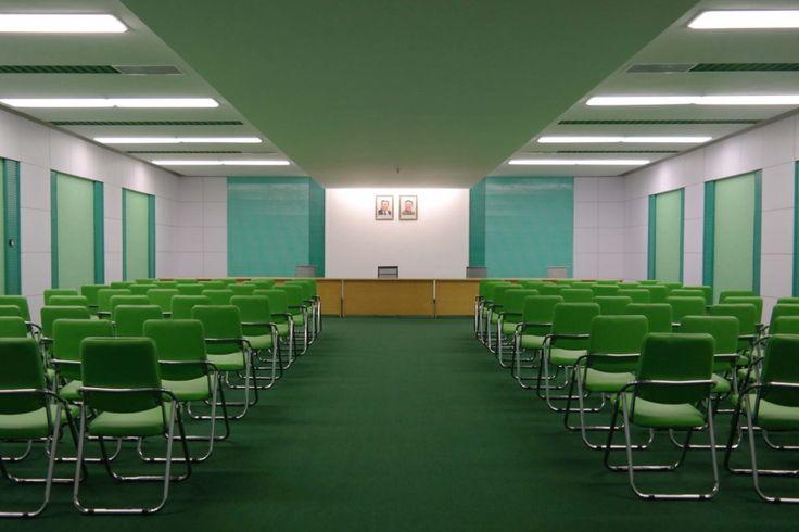 Preuve que les intérieurs en Corée du Nord sortent tout droit d'un film de Wes Anderson | Unrated