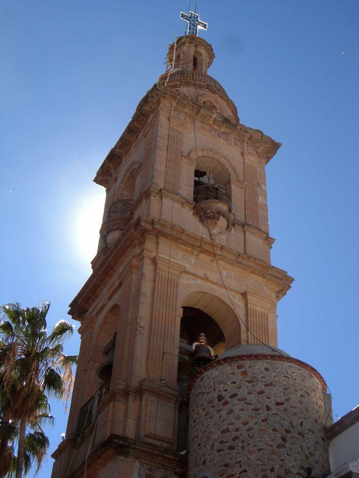 Campanario en cantera de la Iglesia de la Santisima Trinidad. #villahidalgo #jalisco #mexico