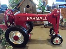 """sewing machines tractor -  Pappa always said """"If it ain't RED keep it in the SHED"""""""