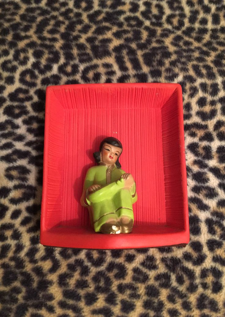 Chalkware Asian Plaque Red Chartreuse Black Gold 1950's Sitting Musician Girl Single Universal Statuary 1940's 1950's WW2 Decor by LipstickLounge on Etsy