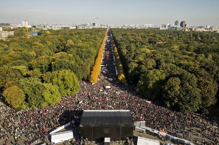 Großer Andrang: An einer Demonstratíon gegen das Freihandelsabkommen TTIP haben...