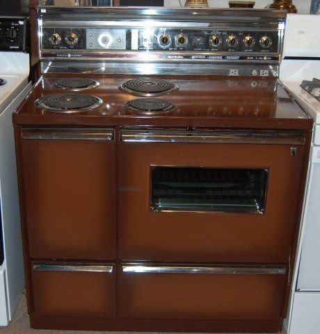 Old stoves | vintage-ge-stove-rons-46- This looks familiar, Except the burners are in the wrong place.