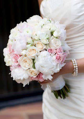 Bouquet da sposa con peonie, calle, rose - 100matrimoni