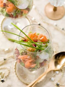Zalmtartaar met avocado, granaatappel, rammenas en dilleolie | Spar