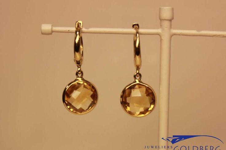 Beautiful 14 carat gold earring with citrine. - Goldberg Juweliers http://www.goldbergjuweliers.nl/nl/14k-gouden-oorhangers-met-citrien.html