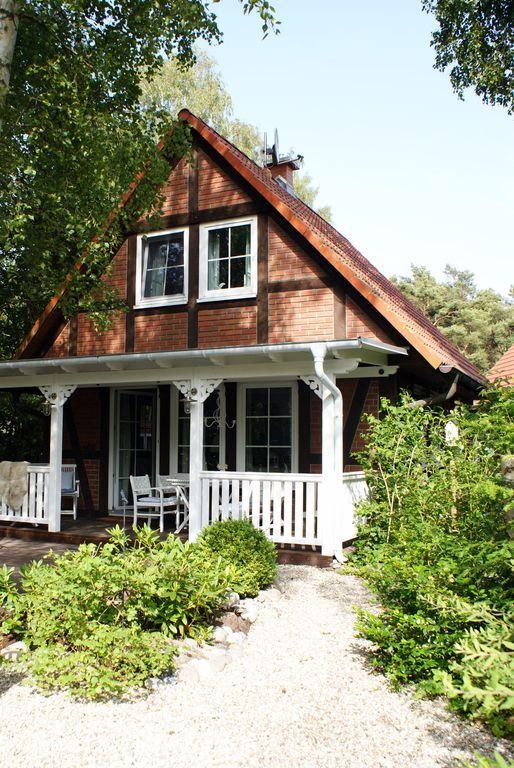 Strandnahes Ferienhaus am Wald in Juliusruh: 2 Schlafzimmer, für bis zu 4 Personen. Urlaub zwischen Bodden und Meer   FeWo-direkt