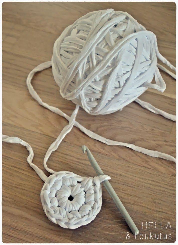 Aiemmin vinkkailin matonkuteisiin linkittyvästä käsityöinnostani sekä viime syksynä tehtailemistani koreista . Tänä syksynä matonkuteet...