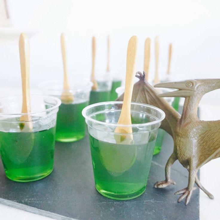 テーマに沿った演出で統一感をモロッコより、恐竜が大好きな4歳の男の子のバースデーパーティーをレポート…