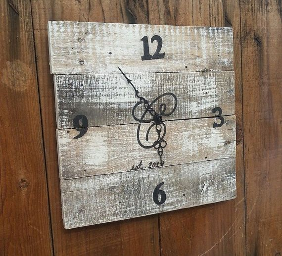 Reclaimed Wood Wall Clock Recycled pallet wood by shabbynpink, $60.00