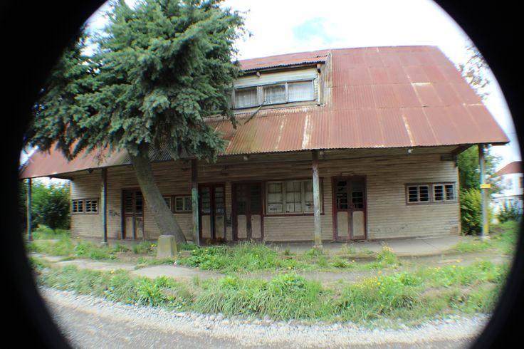 Antigua Estación de Rió Bueno. El precio del progreso... será demolida para hacer un camino. Febrero 2014