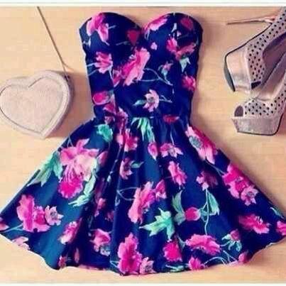 Este vestido florealcon una fiesta tranquila y o un cumple de algún menor
