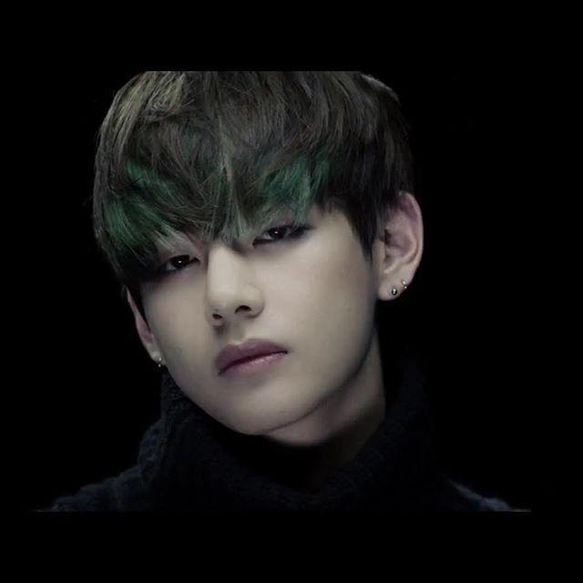 Bts V S Green Dip Dyed Hair Hair Bts Bts Taehyung Taehyung
