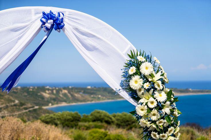 Beautiful arch in white and blue flowers #weddingflowerideas #weddingingreece #mythosweddings #kefalonia