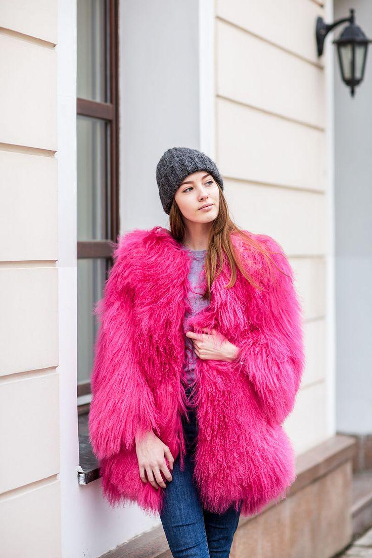 Модная розовая шуба из Ламы