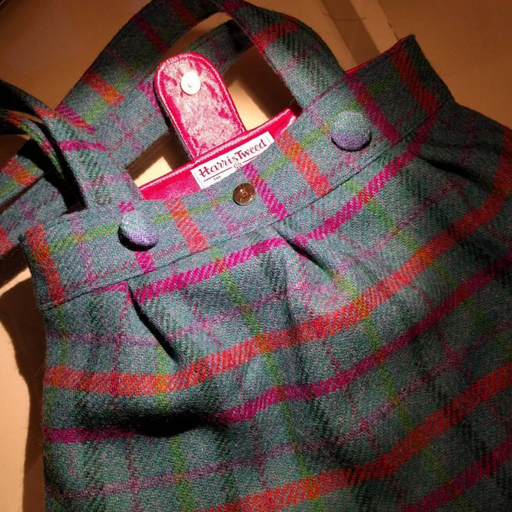 A bag heart throb! This is a @sozoblog #anyabag using genuine #harristweed. What a dreamy combo....