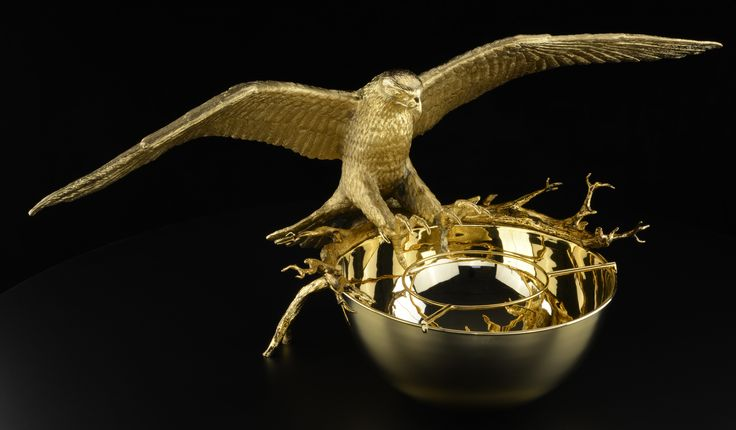 Life size falcon 85 cms wide, cast bronze 24K gold plated, ideal to serve caviar or champain.
