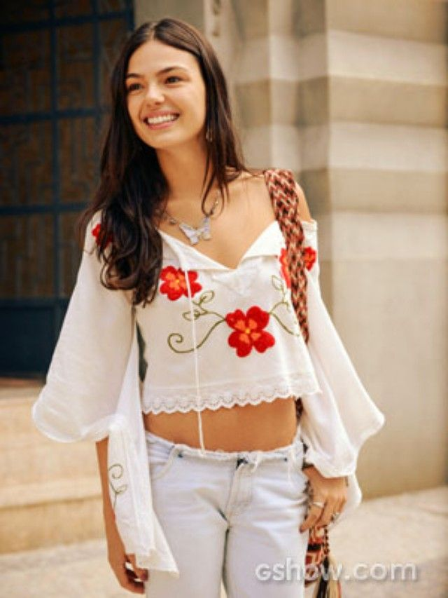 6 looks clássicos dos anos 70 que você vai gamar! | Extras | Rede Globo Tomboy Outfits, Short Outfits, Summer Outfits, Fashion Tv, Fashion Outfits, Moda Vintage, Iconic Women, Dress Codes, Summer Looks