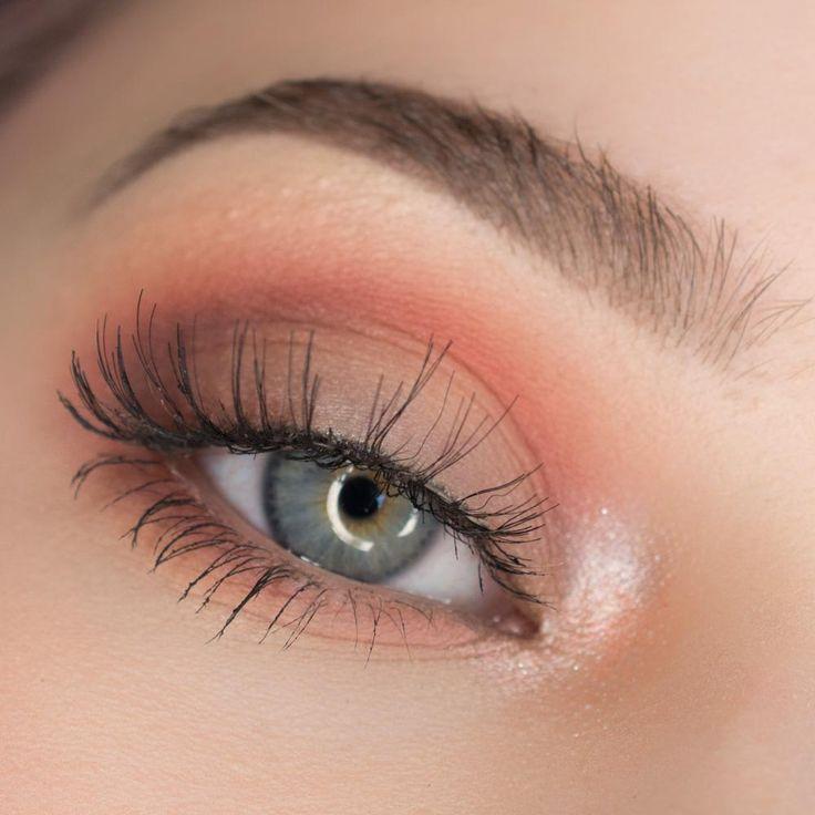 Love this peachy eye make up look