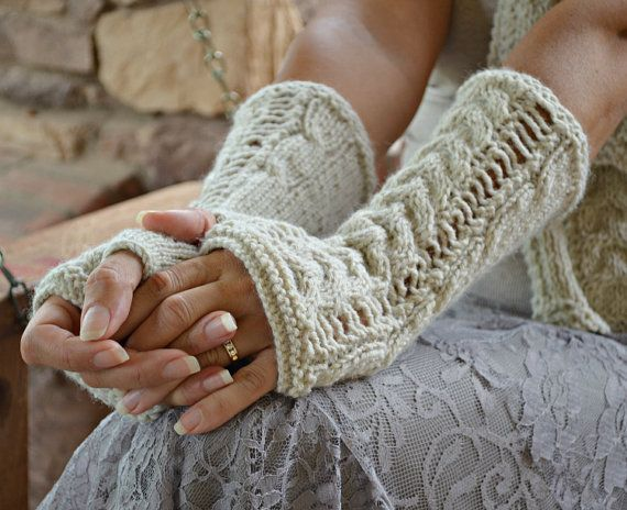 Lace cable knit arm warmers in oatmeal color #socksandmittens #knit #fingerlessgloves #knittedgloves #womensaccessories #armwarmers