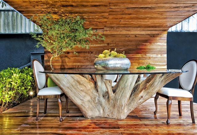 Pessoal Amo essa mesa. Esse pé é de uma árvore que foi cortada. Irião queimar. Idéias estão sempre surgindo, aproveite e faça algo diferente e único.