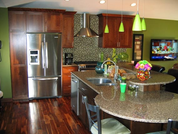 This Eagan, Minnesota Showplace kitchen is featuring cherry Pendleton cabinetry with an Autumn finish around the perimeter and cherry with a Coffee finished island. The bright colors accentuate the rich cabinetry and hardwood flooring.