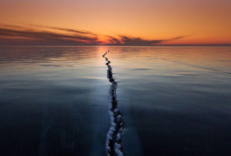 As 20 Melhores Fotografias Da National Geographic De 2015: Rachaduras da superfície. Lago Baikal.