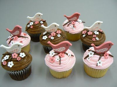 These #bird cupcakes would be perfect for a bridal or baby shower!