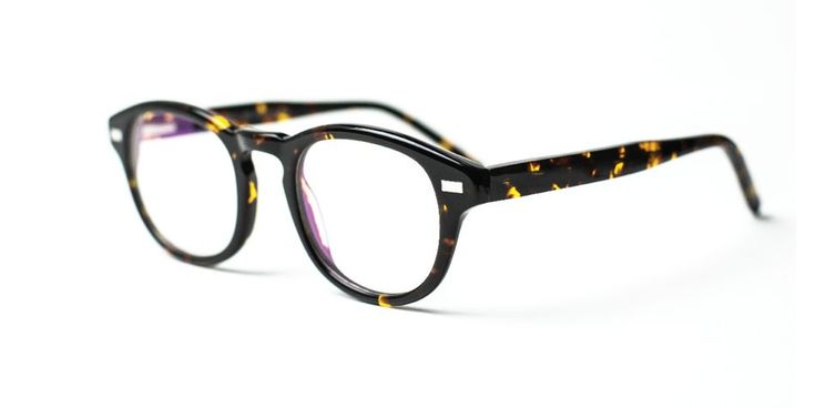 Truman Squarred Eyeglasses shaped in a high-quality italian acetate for a Hipster Trendy Style