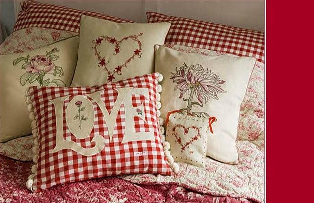 red gingham pillows, cute!