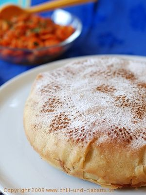 pastilla with chicken and cinnamon Morocco Dish...North Africa.. <-- looks absolutely delicious. Moroccan food is so good.