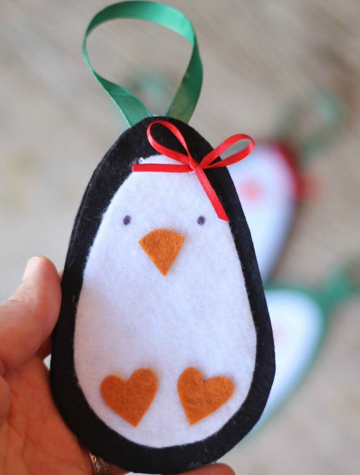 Hello! I am sharing a few things I really love today. One is, of course felt–and even better felt ornaments. But, even beyond that, I am a big reader of post and surfer of pinterest and I …