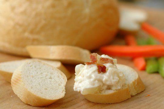 Vidalia Onion Dip with Bacon Crumbles | Receta | Tocino, Salsa de ...