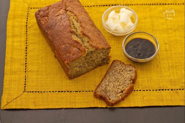 Il banana bread è un morbido e saporito plumcake alla banana tipico dei paesi anglosassoni e perfetto per una ricca colazione o a merenda.