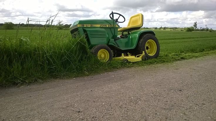 John Deere 212 mowing tall grass. 2015