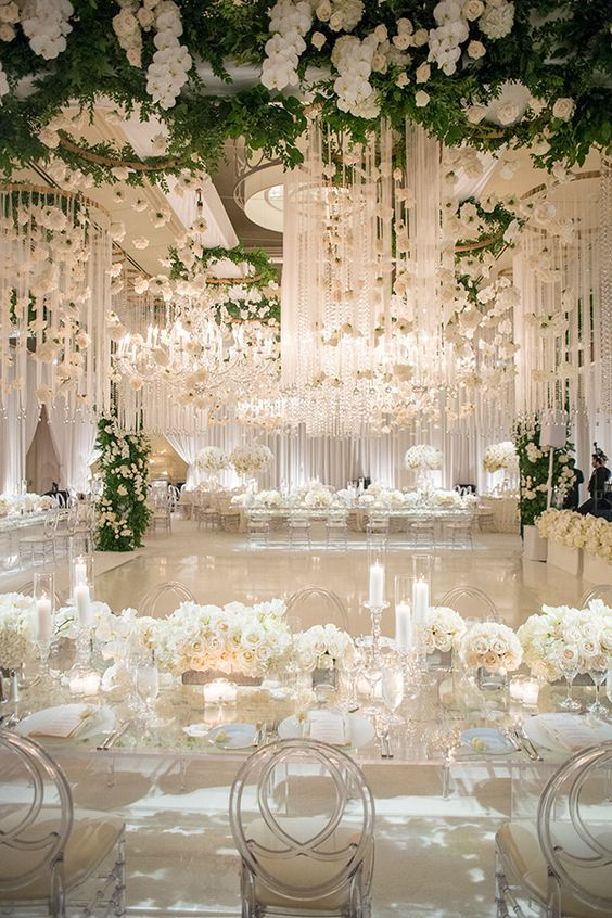 Flowery decor inspiration for white backdrops and luxury ...