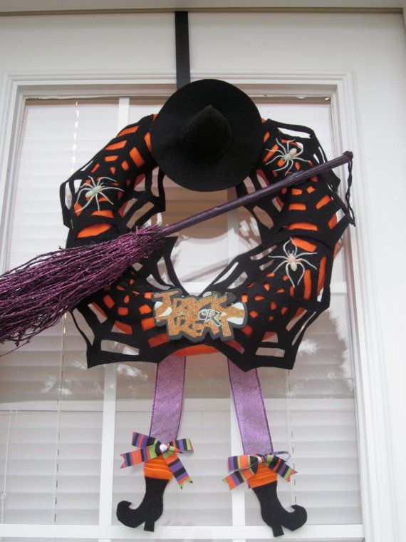 Halloween wreath... for mom. She would love this.
