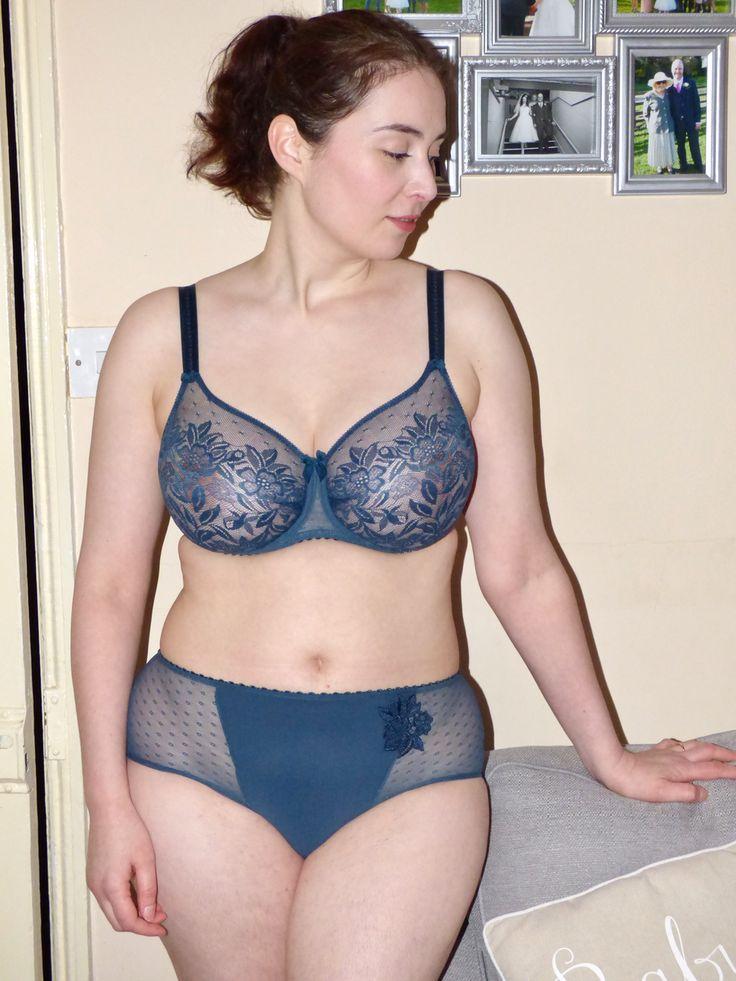 Amateur women in bras pics #6