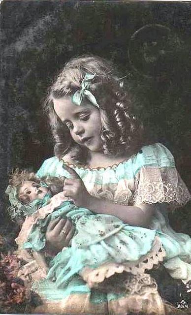 Vintage Postcard by chicks57 on www.flickr.com - Wendy Schultz - Printables.
